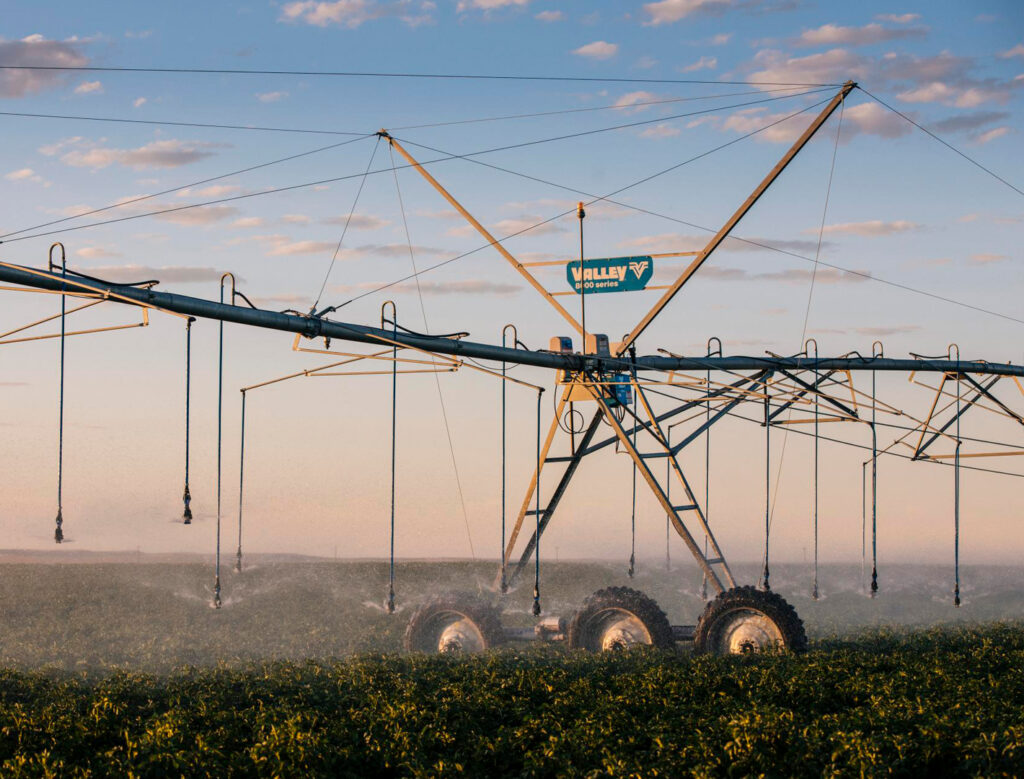 Valley Irrigation 8000 Series Center Pivot